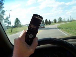 Cell_phone_use_while_driving