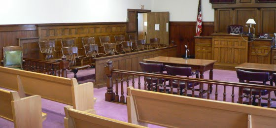 Nuckolls_County_Courthouse_courtroom_2