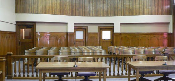 800px-Phelps_County_Courthouse_(Nebraska)_courtroom_2