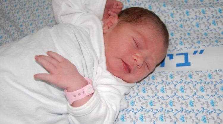 Baby_in_hospital